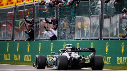 Mercedes dominó la procesión belga